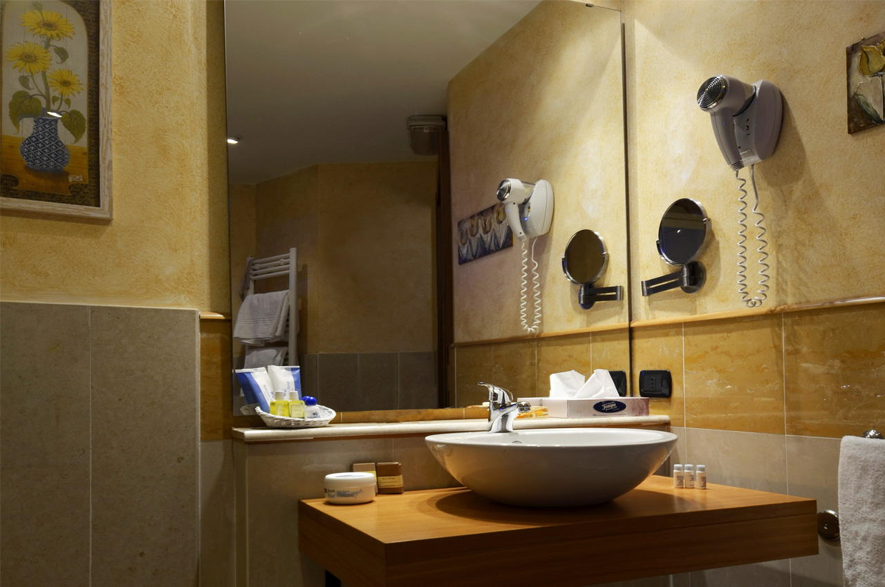Bagno In Camera Design : Bagno camera blu suite welcome hotel