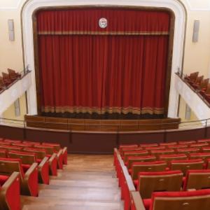 蒂林楠琦(Tirinnanzi) 剧院